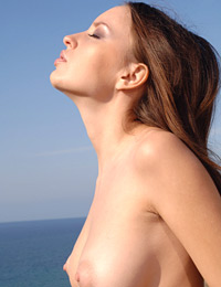 Model niki in close to heaven