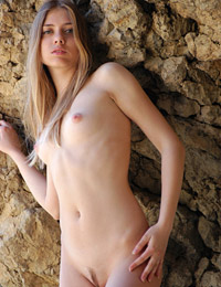 Model ariya in hanging stone